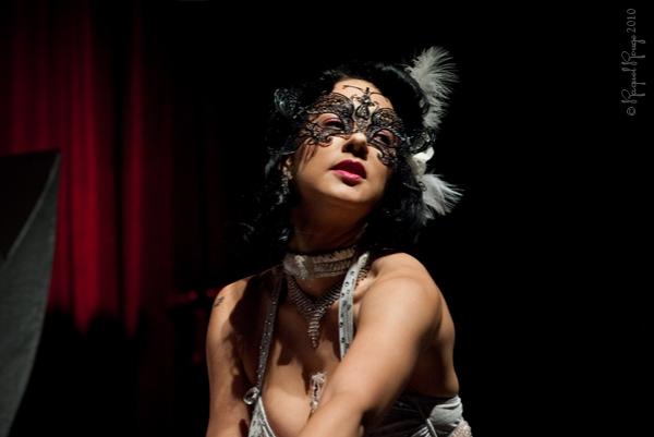 Burlesque starlet Veronika Valentine