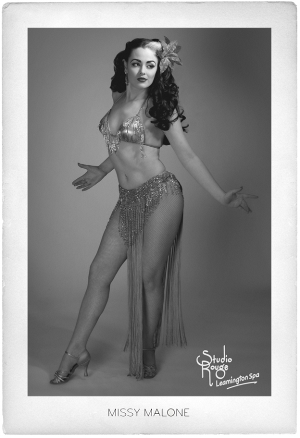 Vintage style burlesque portrait by Raquel Rouge of Studio Rouge