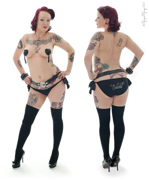 Tattooed pin-up by Warwickshire boudoir photographer Raquel Rouge