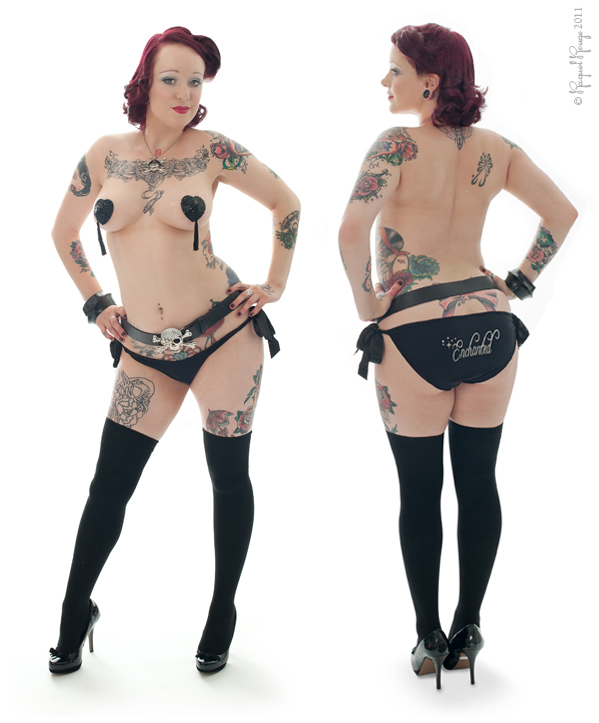 Tattooed pin-up by Warwickshire boudoir photographer Raquel Rouge