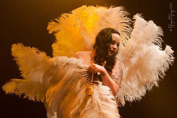 Darkteaser UK burlesque star