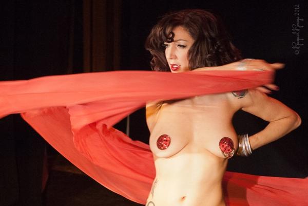 Luna Rosa swishes veil