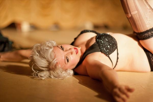 Lily De La Mer onstage at Darkteaser's Garter Lounge