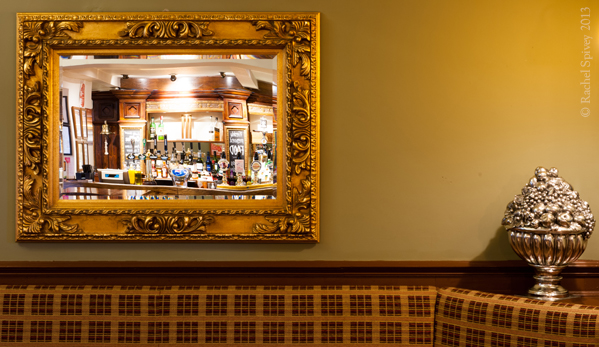 Gold_pub_mirror